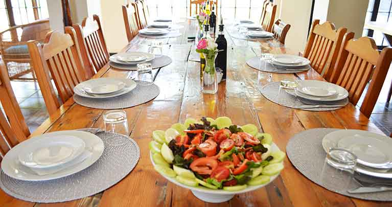 http://www.bailliesmanor.co.za/wp-content/uploads/2016/02/Dining-2-1.jpg