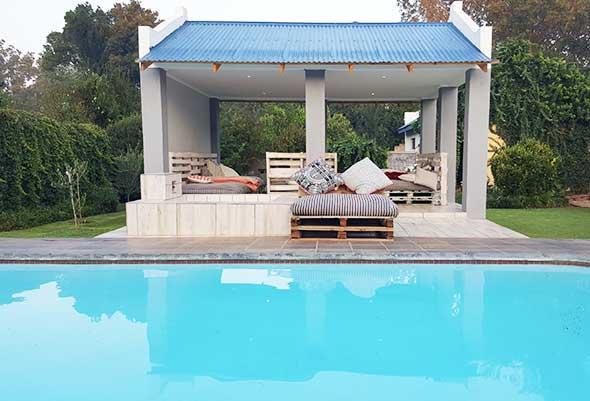 https://www.bailliesmanor.co.za/wp-content/uploads/2016/04/Swimming-Pool-3.jpg