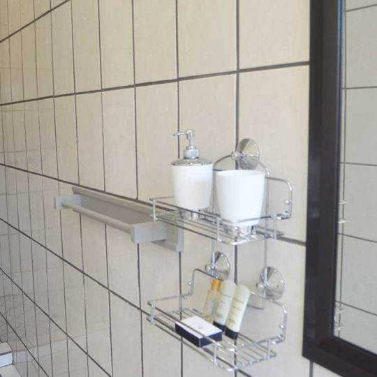 https://www.bailliesmanor.co.za/wp-content/uploads/2016/08/Twin-Bathroom-2-540x540.jpg